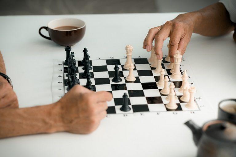 Schachspiel im Seniorenheim in Müllrose
